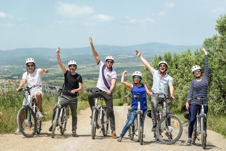 Bike tour in the land of Cava image 2